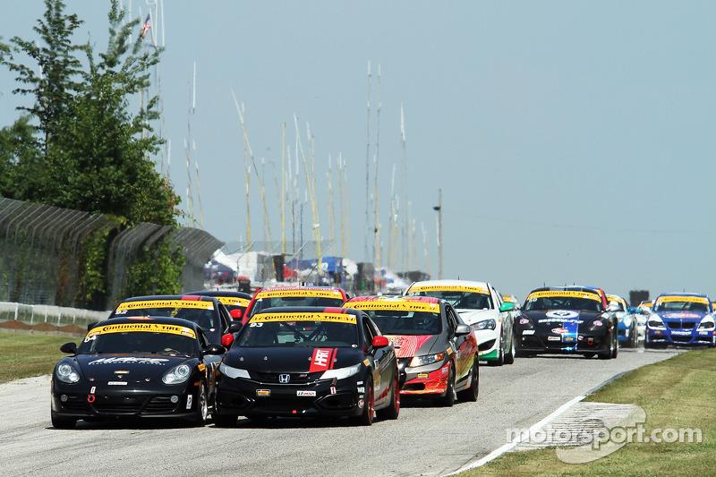 #04 Autometrics Motorsports 保时捷 卡宴: 亚当·伊斯曼, 雷默·鲁希蒂 和 #93 HART 本田 思域 SI: 扎德·吉尔辛格, 迈克尔·瓦利安特 在发车后的第一弯发生
