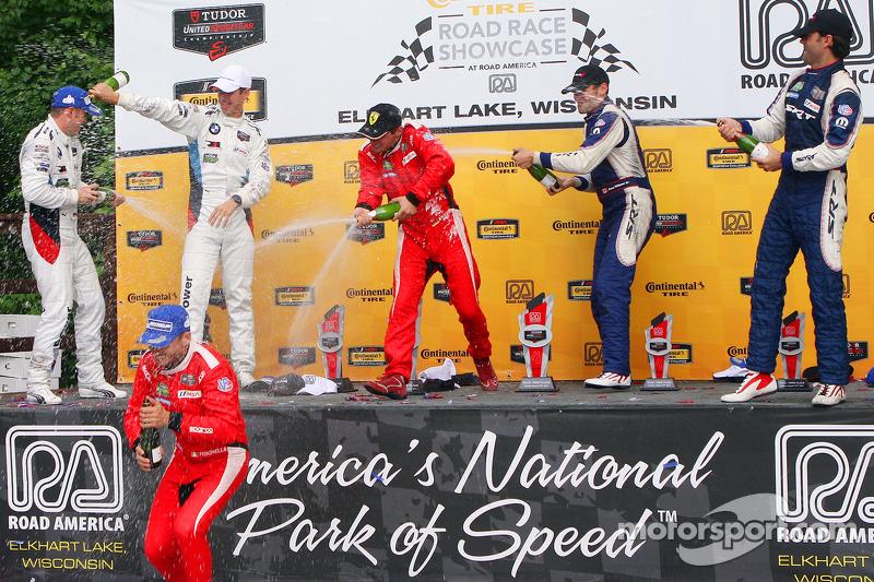 GTLM podio: vincitori Pierre Kaffer, Giancarlo Fisichella, secondo posto Dirk Muller, John Edwards,