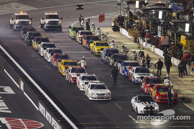 Le vetture sono pronte sulla pit road
