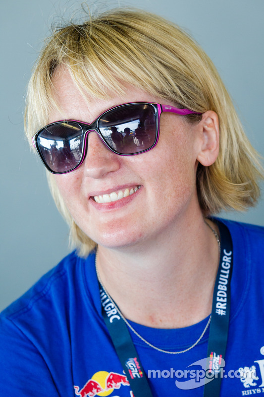 #27 Hyundai / Rhys Millen Racing Hyundai Veloster: Emma Gilmour