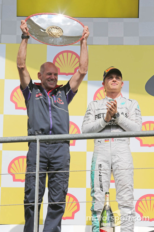 Adrian Newey, engenheiro da Red Bull celebra no pódio
