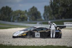 #28 Grasser Racing Team Lamborghini LFII: Hari Proczyk, Jeroen Bleekemolen com problemas