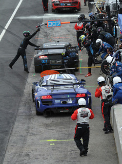 #46 Fall-Line Motorsports Audi R8 LMS: Charles Espenlaub, Charlie Putman : Arrêt au stand