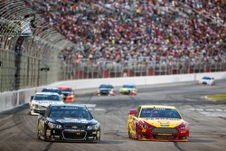 Jamie McMurray, Ganassi Racing Chevrolet ve Joey Logano, Penske Ford Takımı