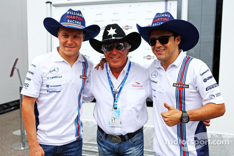(L to R): Valtteri Bottas, Williams with Mario Andretti, Circuit of The Americas' Official Ambassador and Felipe Massa, Williams