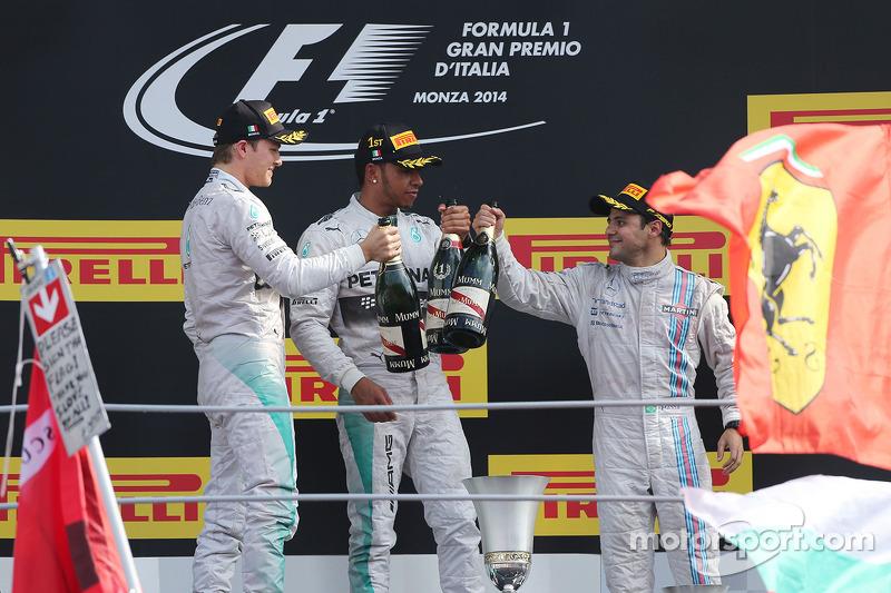 Podio: ganador de la carrera Lewis Hamilton, de Mercedes AMG F1, el segundo lugar; Nico Rosberg, de