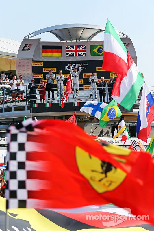 Pódio: Vencedor da corrida Lewis Hamilton, Mercedes AMG F1, o segundo lugar; Nico Rosberg, da Mercedes AMG F1 e terceirolugar Felipe Massa, Williams F1