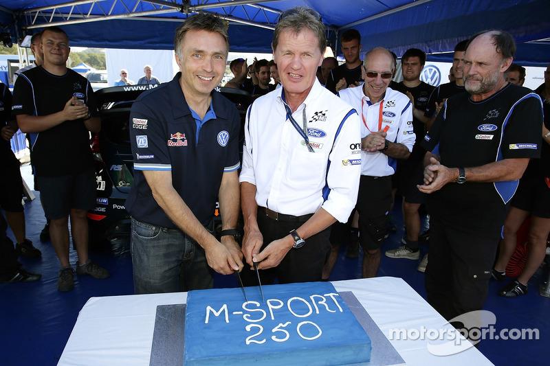 约斯特·卡比多和马尔科姆·威尔森庆祝M-Sport的250场拉力赛