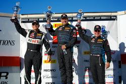 GTS领奖台:杰克·鲍德温(左,第二名),尼克·埃拉西安(中,第一名)和德鲁·瑞吉茨(右,第三名)