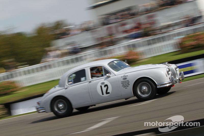 1959 Jaguar MK1: Derek Bell