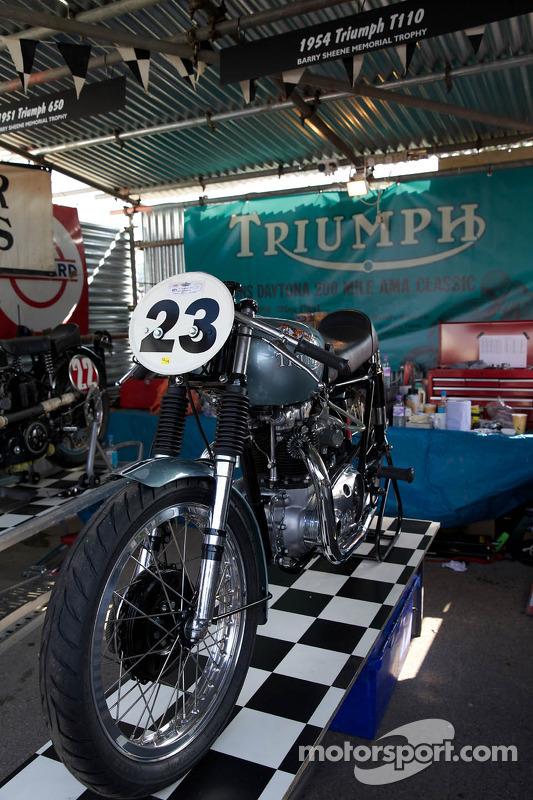 1954 Triumph T110
