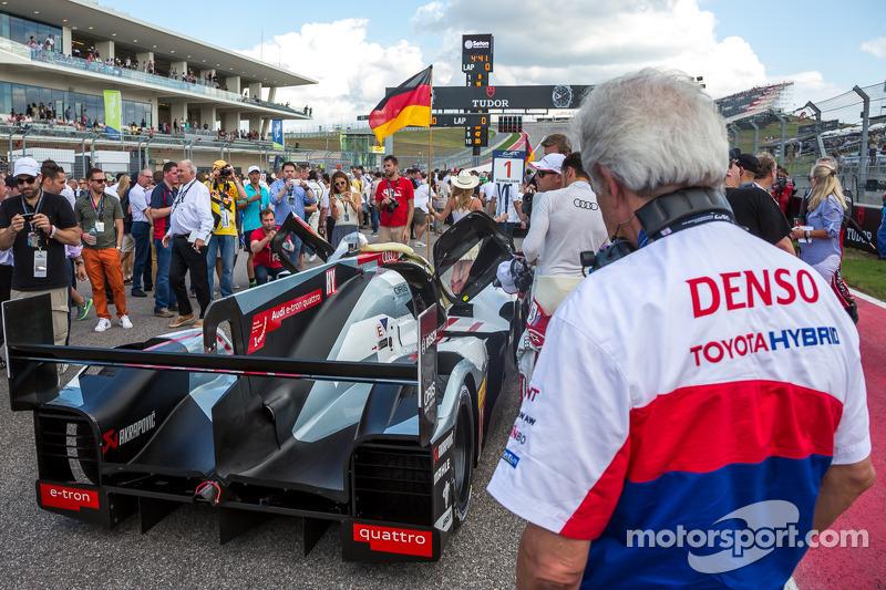 Hugues de Chaunac ammira l'Audi R18 e-tron Quattro