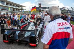 Hugues de Chaunac olha Audi R18 E-Tron Quattro