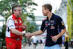 Pat Fry, Ferrari, Technikchef; Sebastian Vettel, Red Bull Racing