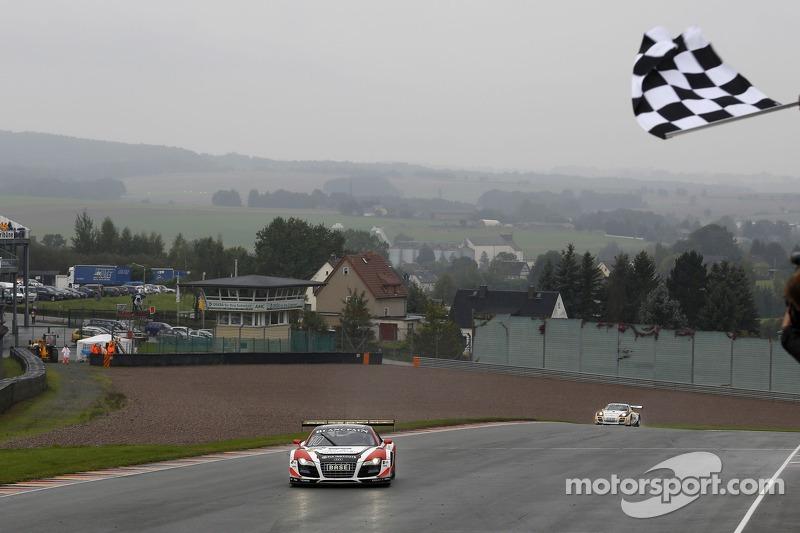 #10 Prosperia C. Abt Racing Audi R8 LMS ultra: Kelvin van der Linde, Rene Rast conquista a vitória