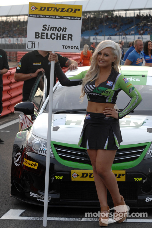 handy motorsport grid girl at silverstone. Black Bedroom Furniture Sets. Home Design Ideas