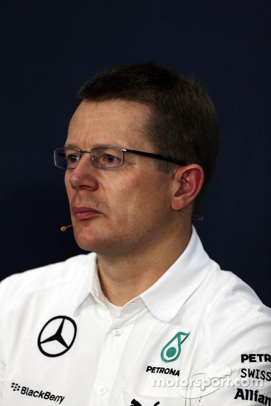 Andy Cowell, diretor de alta performance dos motores Mercedes-Benz, na coletiva de imprensa