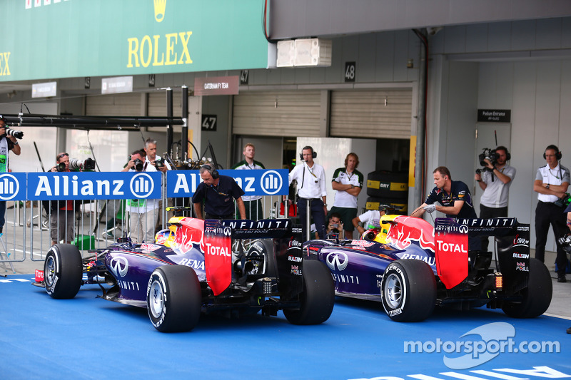 Daniel Ricciardo, Red Bull Racing RB10 ve Sebastian Vettel, Red Bull Racing