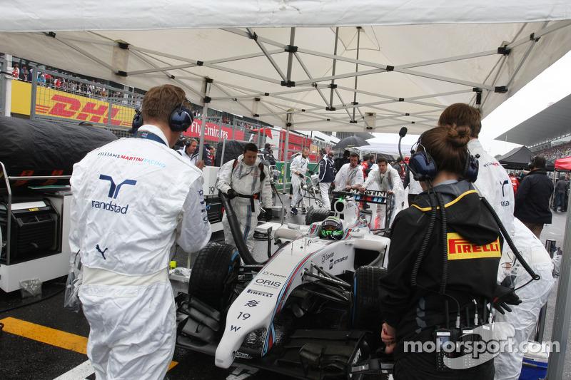 Felipe Massa, Williams FW36 on the grid
