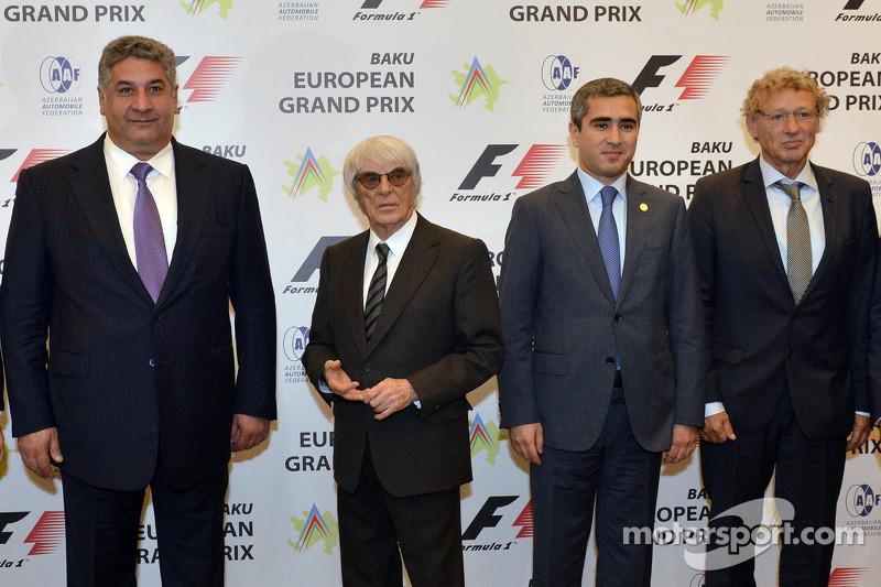Azad Rahimov, Azerbaiyán Ministro de juventud y deporte, Bernie Ecclestone, CEO de Fórmula Uno, Anar Alekperov, Presidente de laFederación del Automovil de Azerbaiyán, Hermann Tilke, diseñador del circuito