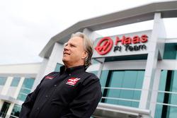جيني هاس – مقر فريق هاس للفورمولا واحد في كانابوليس، شمال كارولاينا