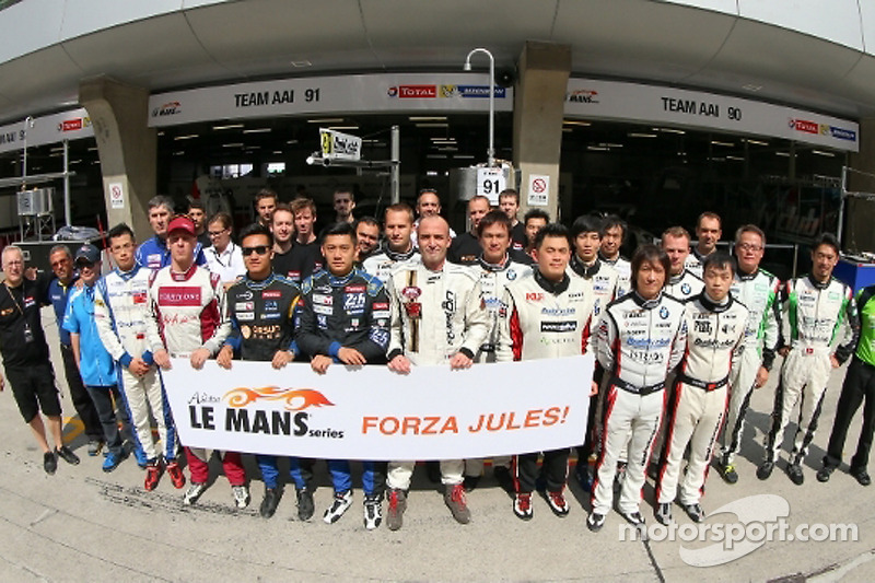 Drivers group photo in support of Jules Bianchi