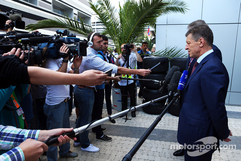 Dmitry Kozak, Russian Deputy Prime Minister with the media in the paddock
