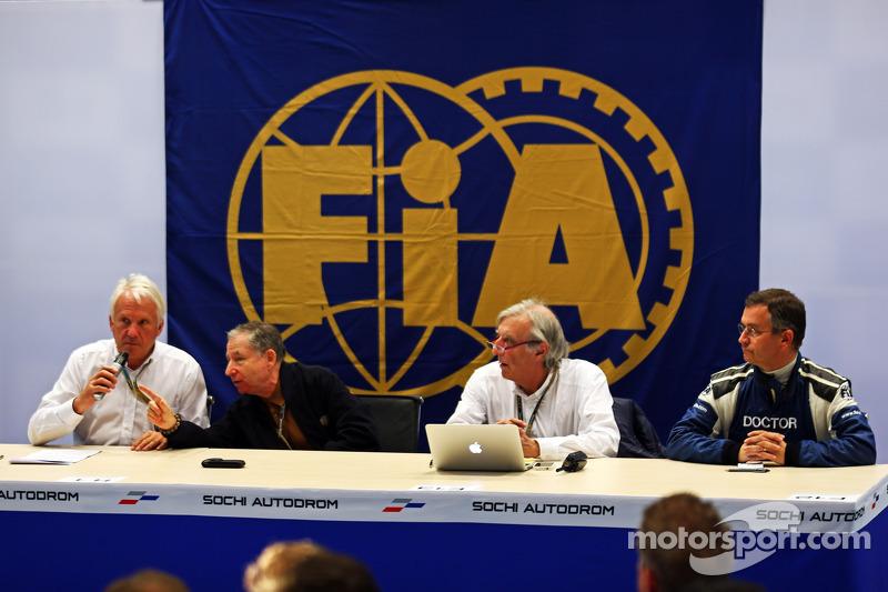 La FIA tiene una conferenza stampa per discutere l'incidente del pilota Marussia F1 Team Jules Bianchi, al GP del Giappone a Suzuka: Charlie Whiting, delegato FIA; Jean Todt, presidente della FIA; Jean-Charles Piette, FIA medico, Dr Ian Roberts, FIA Doc