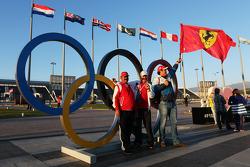 جمهور فيراري مع الحلقات الأولمبية