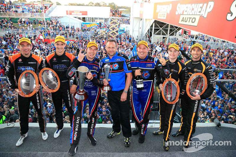Podio: ganadores de la carrera Chaz Mostert, Paul Morris, el segundo lugar James Moffat, Taz Douglas, el tercer lugar Nick Percat, Oliver Gavin