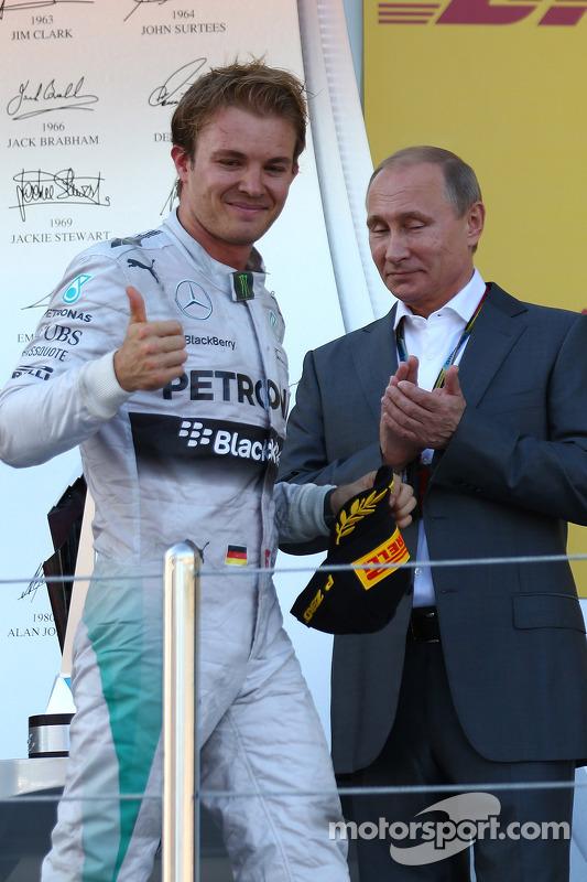 Nico Rosberg, da Mercedes AMG F1 W05, com Vladimir Putin, Presidente da Rússia