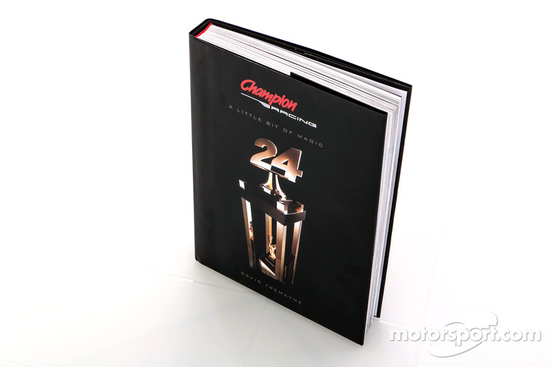 A Little Bit of Magic - historia del libro Champion Racing