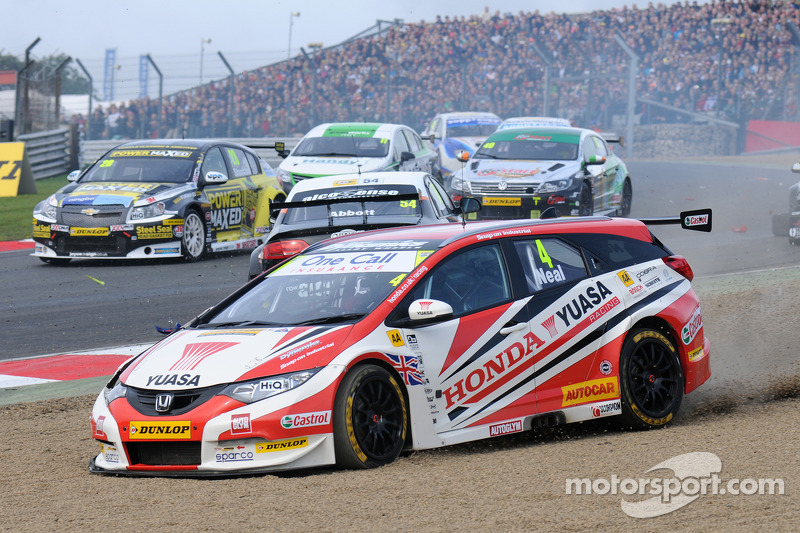 Matt Neal, Honda Racing Yuasa en el inicio de la carrera 1