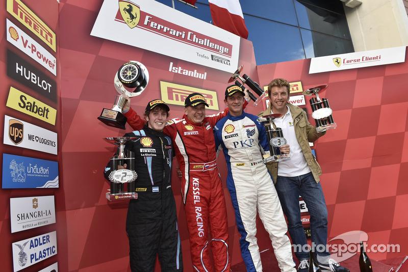 Podio Pirelli de aficionado: ganador de la carrera Vadim Gitlin, el segundo lugar Ezequiel Pérez Companc, el tercer lugar Giacomo Stratta