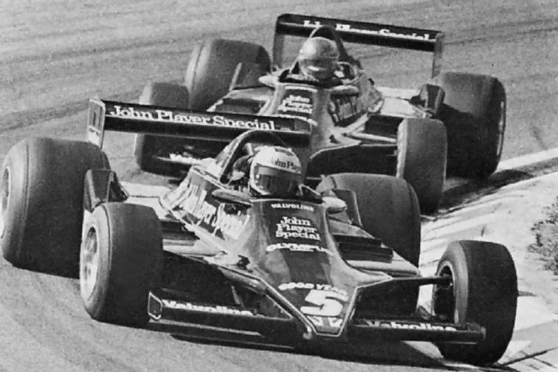 Mario Andretti devant Ronnie Peterson
