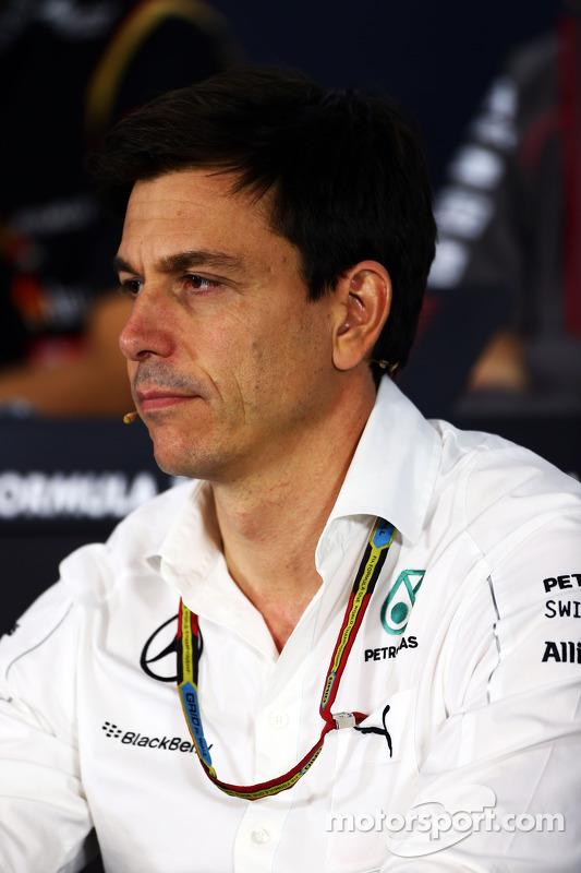 Toto Wolff, Mercedes AMG F1 sócio e diretor executivo na conferência de imprensa da FIA