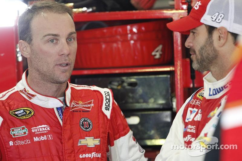 斯图亚特-哈斯雪佛兰车队的凯文·哈维克和亨德里克雪佛兰车队的吉米·约翰逊