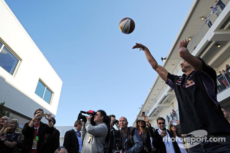 Daniel Ricciardo, Red Bull Racing practices his basketball skills