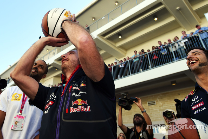 Christian Horner, Red Bull Racing Takım Patronu ve Tony Parker, NBA Basketbol Oyuncusu, ve Daniel Ri