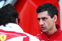 (I a D): Fernando Alonso, Ferrari, con Andrea Stella, ingeniero de carrera de Ferrari