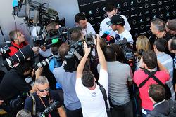 Lewis Hamilton, Mercedes AMG F1 con  la prensa