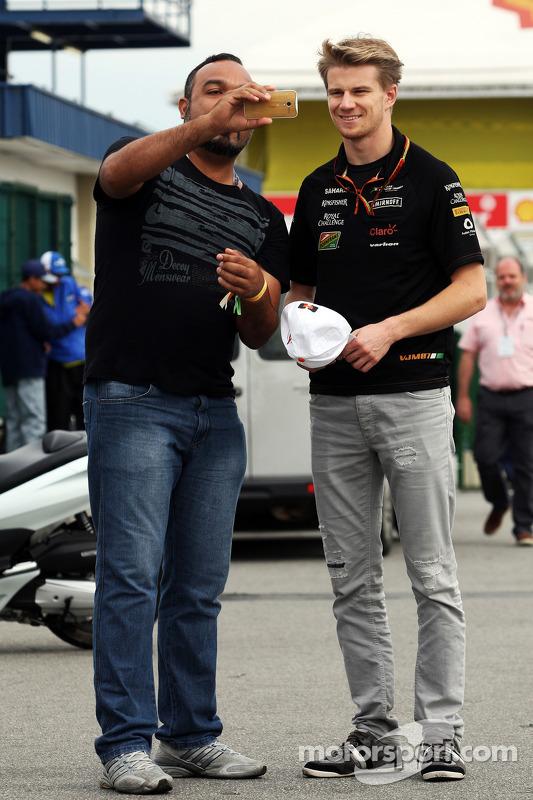 Nico Hulkenberg, Sahara Force India F1, com um ventilador