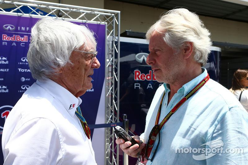 Bernie Ecclestone junto al periodista Kevin Eason