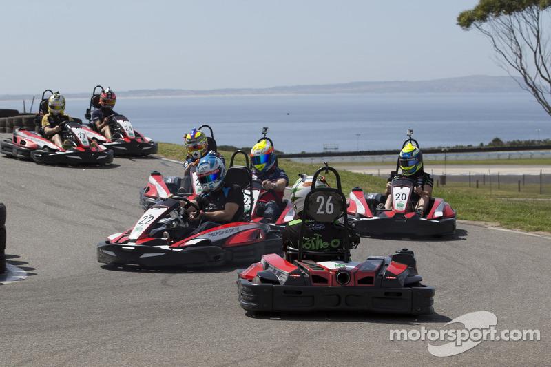 Pilotlar Philip Island'da karting etkinliğinde