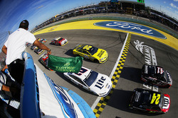 Comienzo: Jeff Gordon, Hendrick Motorsports Chevrolet lidera a