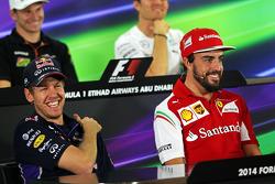(I a D): Sebastian Vettel, Red Bull Racing con Fernando Alonso, Ferrari, en la conferencia de prensa de la FIA