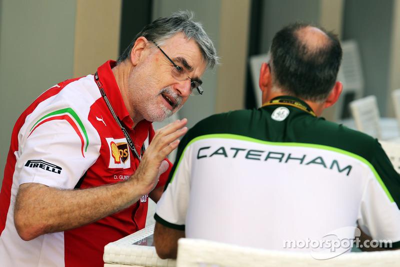 Integrantes de Ferrari y Caterham F1 en conversaciones
