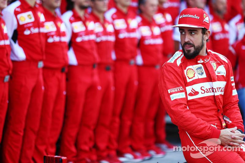 Fernando Alonso, Ferrari at a team photograph