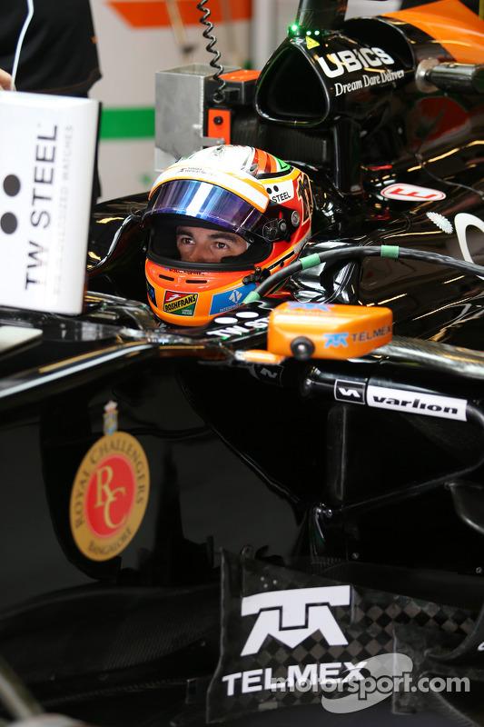 Sergio Perez, Sahara Force India F1 VJM07 nos pits
