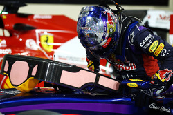 Sebastian Vettel, Red Bull Racing RB10, con un messaggio di ringraziamento sul casco